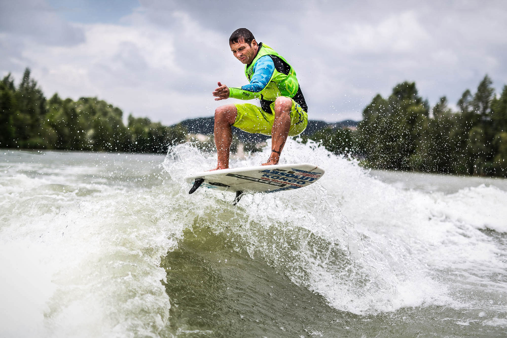 wakesurf wake surfing motorboat fetzy world action sports photography sportfotografie flap photography fotograf philipp greindl photographer linz austria