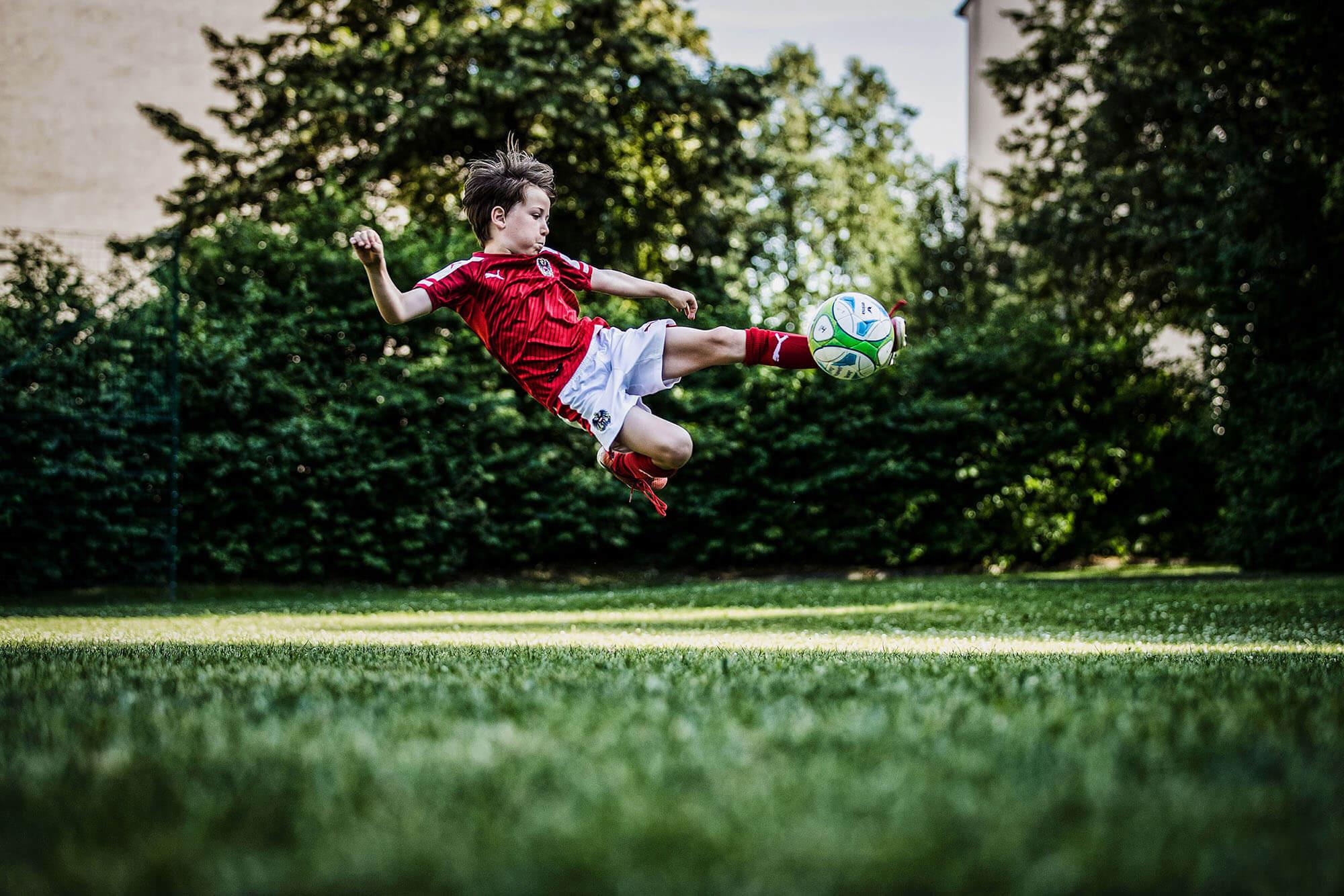 soccer football scissors kick action sports photography sportfotografie flap photography fotograf philipp greindl photographer linz austria