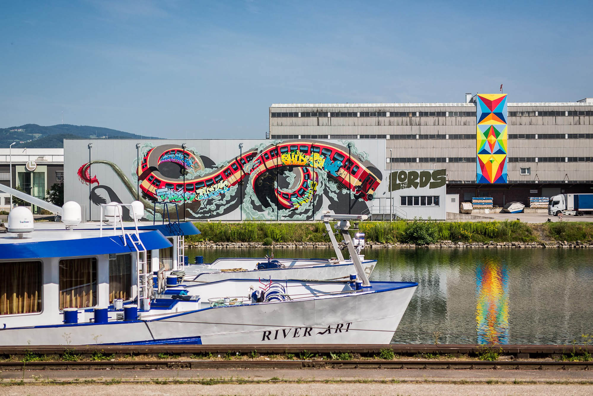 mural harbor graffiti linz the lords crew nychos flix robotics flap photography fotograf philipp greindl photographer
