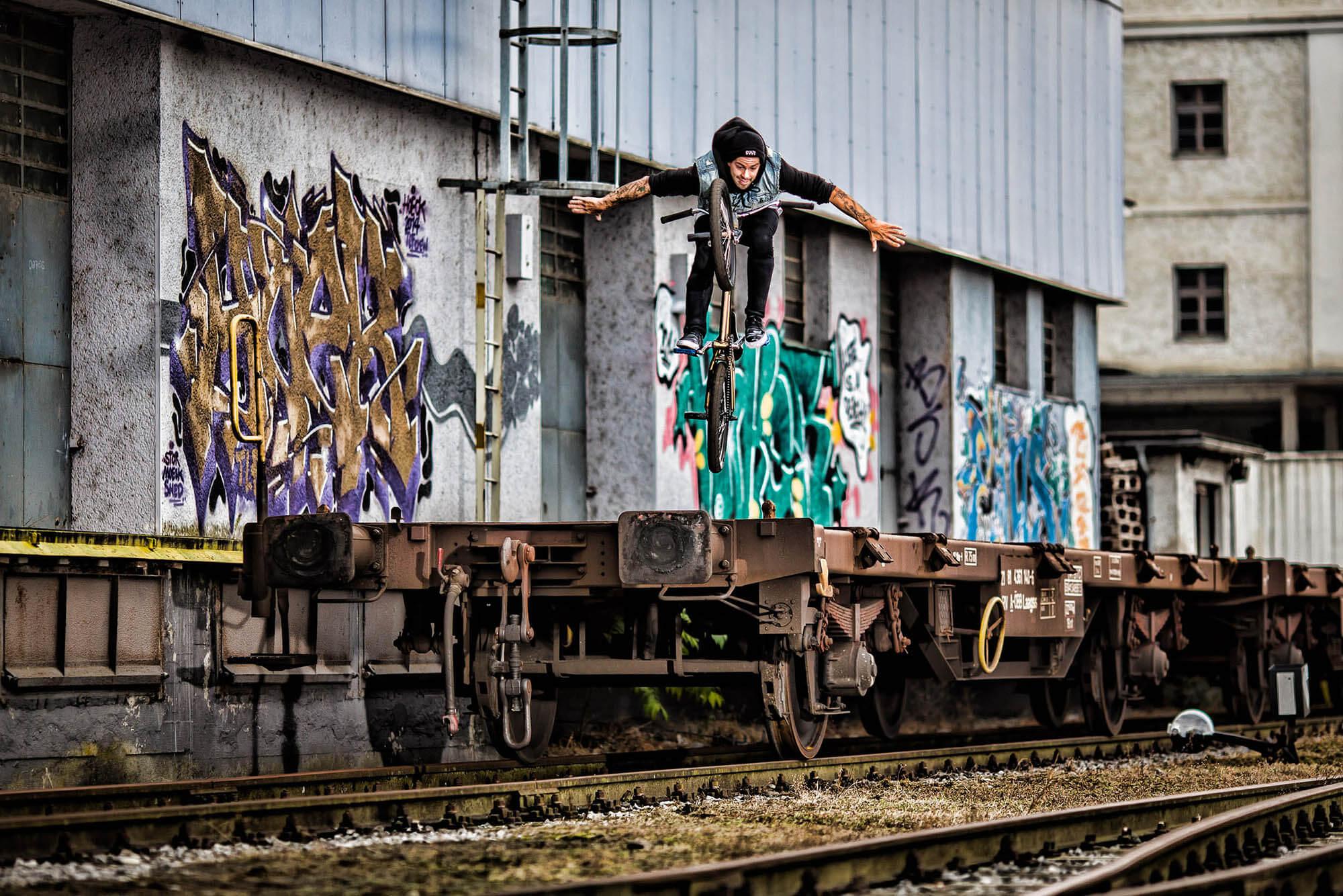 bmx freestyle bike freight train nohander action sports photography sportfotografie flap photography fotograf philipp greindl photographer linz austria